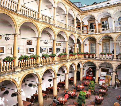 Italijskyj-dvoryk-Lviv